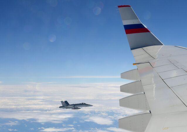 Caça suíço escolta avião governamental da Rússia