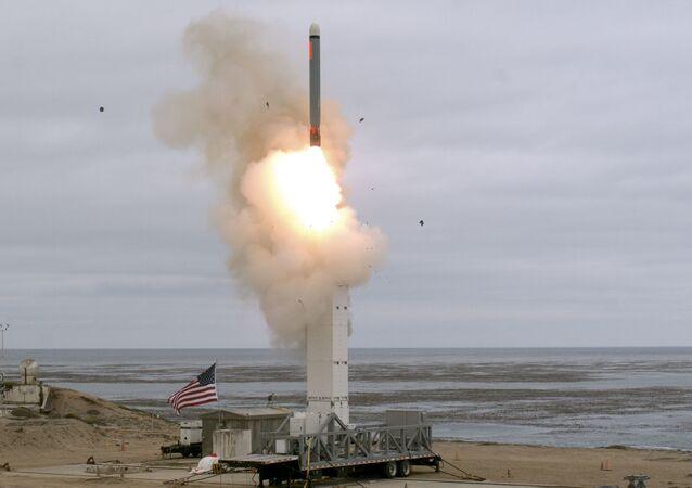 Teste de míssil de cruzeiro realizado em 18 de agosto na ilha de San Nicolas, na Califórnia, EUA