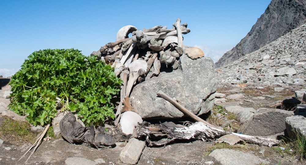 Esqueletos no Lago Roopkund