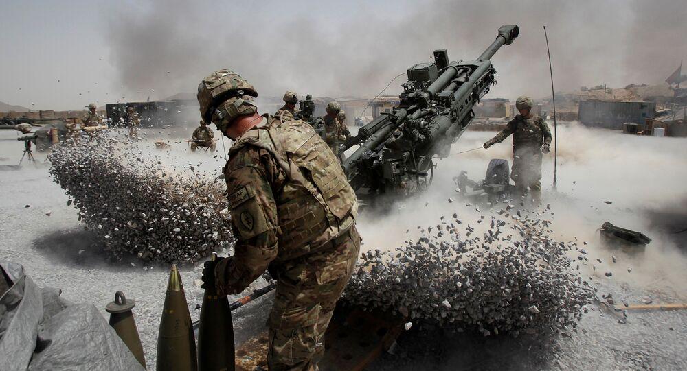 Soldados do Exército dos EUA disparam de um morteiro em Kandahar, Afeganistão (foto de arquivo)