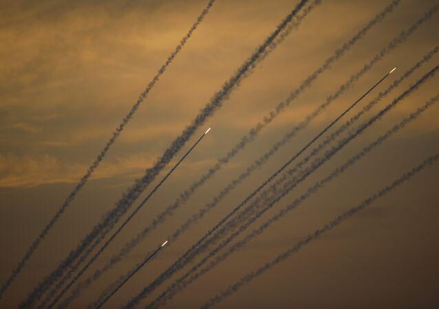 Foguetes lançados a partir da Faixa de Gaza contra Israel (imagem de arquivo)