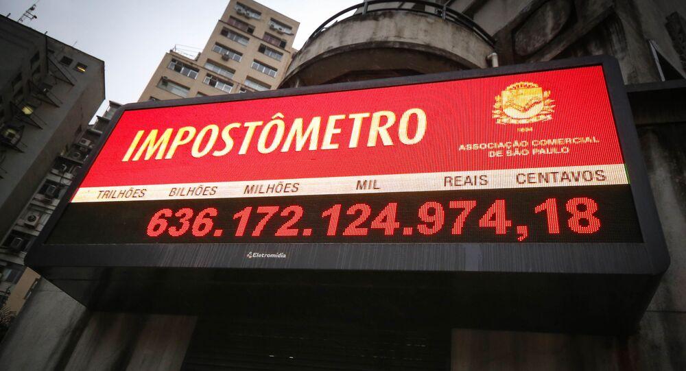 Impostômetro da ACSP (Associação Comercial de São Paulo) passa da marca de R$ 636 bilhões. O Impostômetro é o painel eletrônico instalado na sede da ACSP, na rua Boa Vista, no centro da capital paulista, que marca, em tempo real, quanto os contribuintes pagam em tributos aos governos federal, estaduais e municipais.