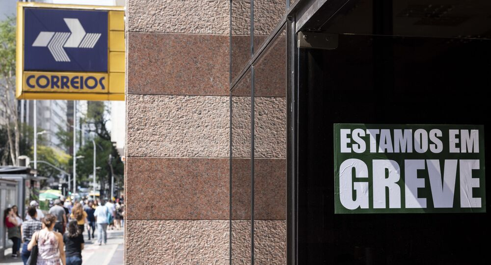 Servidores dos Correios entraram em greve por tempo indeterminado nesta quarta-feira (11 de setembro de 2019). Os servidores reivindicam um reajuste que cubra a inflação do período, que é de 3,25 por cento e contra o corte de direitos.
