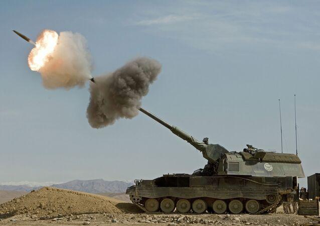 Artilharia autopropulsada alemã PzH 2000 em ação no Afeganistão