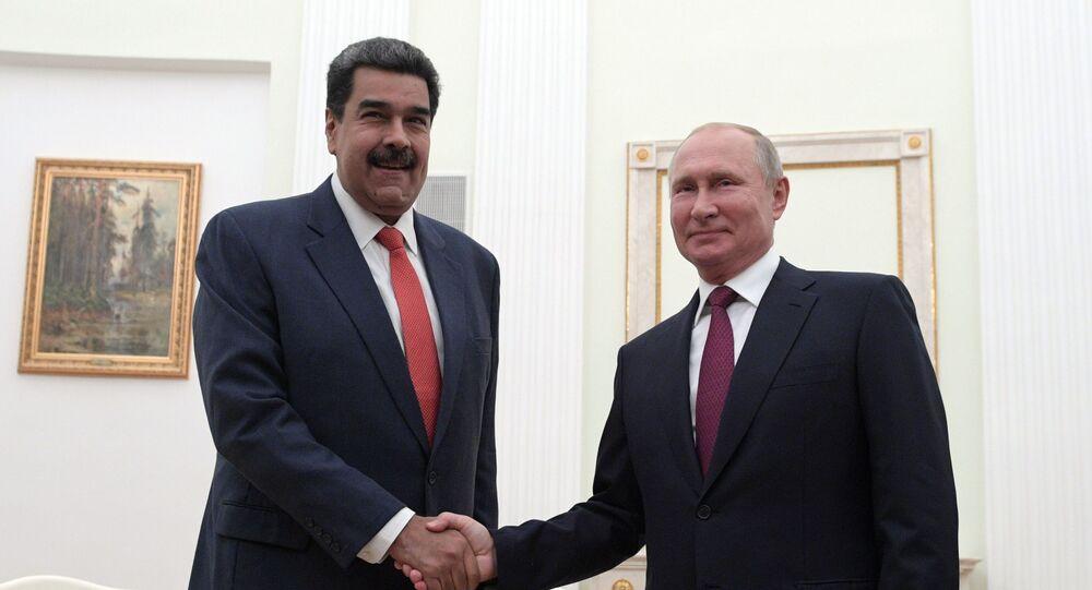 Presidente da Venezuela Nicolás Maduro (à esquerda) com seu homólogo russo Vladimir Putin (foto de arquivo)