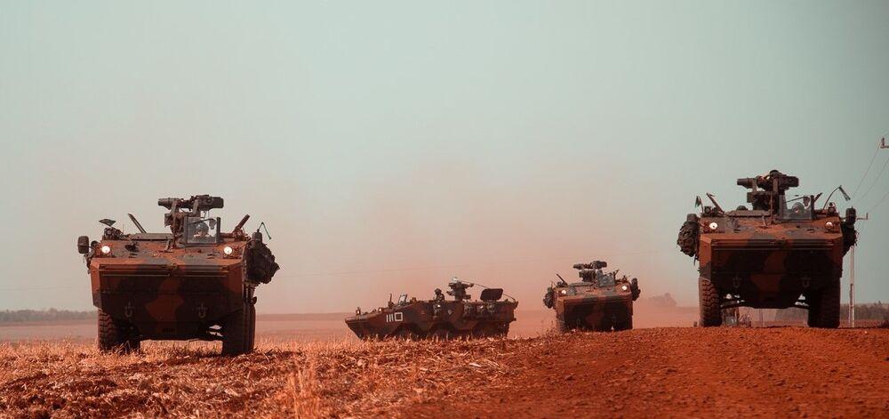 Blindados Guarani, do Exército Brasileiro, participaram do treinamento.