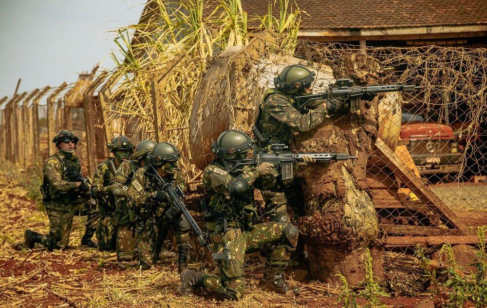 Cerca de 300 militares brasileiros participaram da atividade.