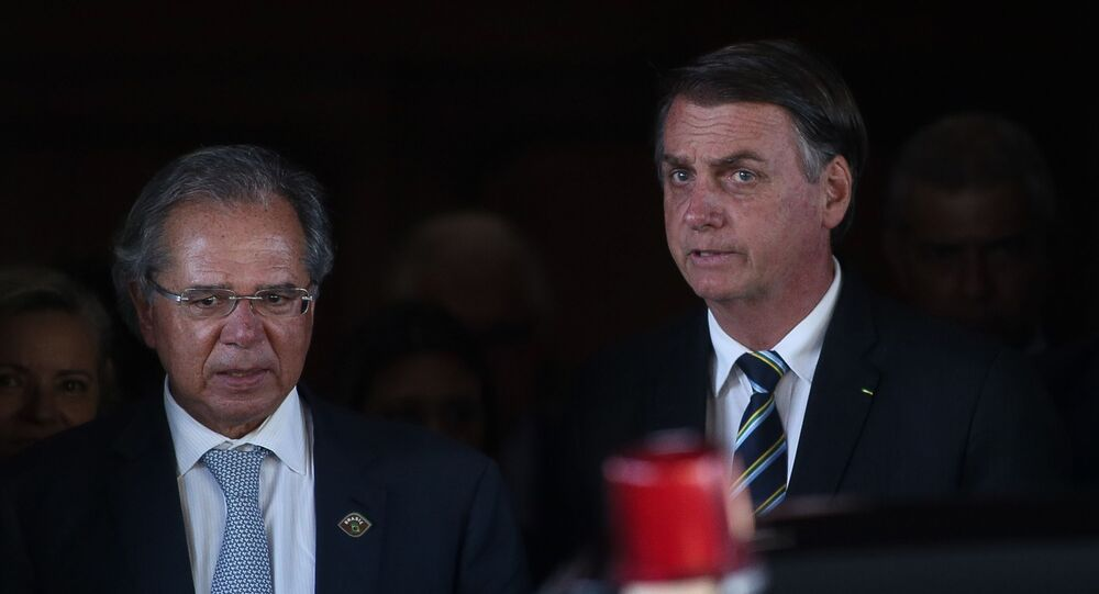 O presidente Jair Bolsonaro e o ministro da Economia, Paulo Guedes, após reunião na sede do ministério, em Brasília (arquivo)