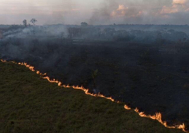 Vista aérea de queimada na Floresta Amazônia, vista a partir da cidade de Porto Velho, capital de Rondônia.