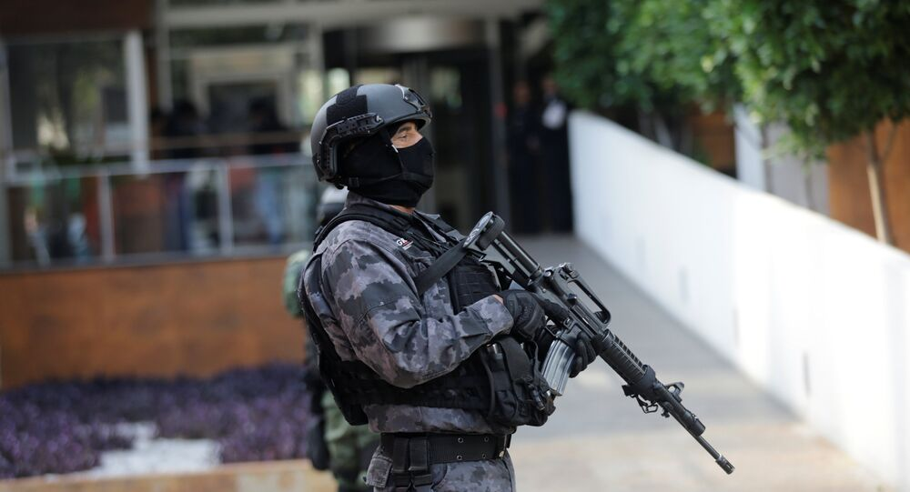 Agente de polícia mexicano durante patrulha na Cidade do México, capital do país (arquivo)
