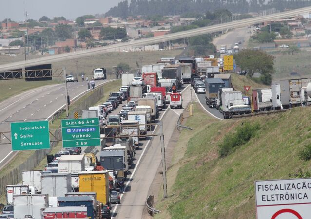 Rodovia Santos Dumont interditada após assalto no Aeroporto de Viracopos, em Campinas (SP)