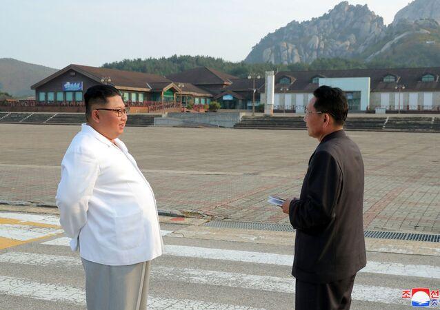 Kim Jong-un inspeciona a área turística de Monte Kumgang, na Coreia do Norte