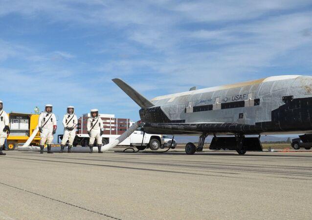 X-37B experimental em sua base na Flórida