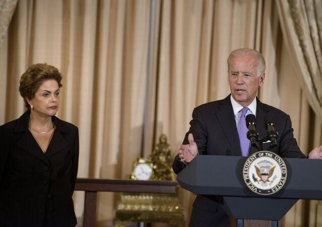 Presidenta do Brasil, Dilma Rousseff, ao lado do vice-presidente dos Estados Unidos, Joe Biden