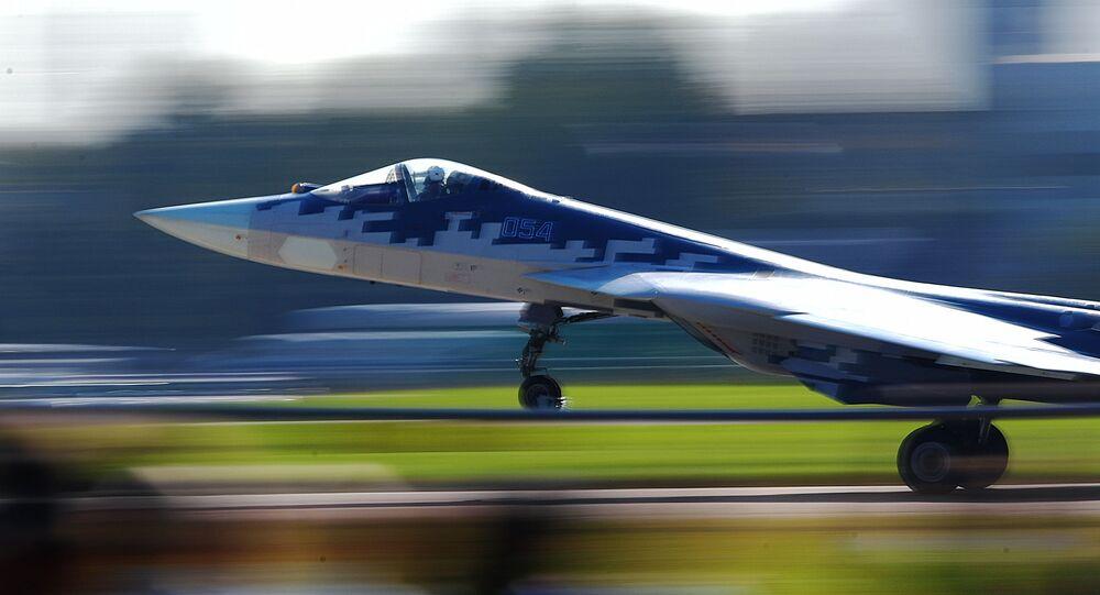 Caça russo de 5ª geração Su-57 no show aéreo MAKS 2019