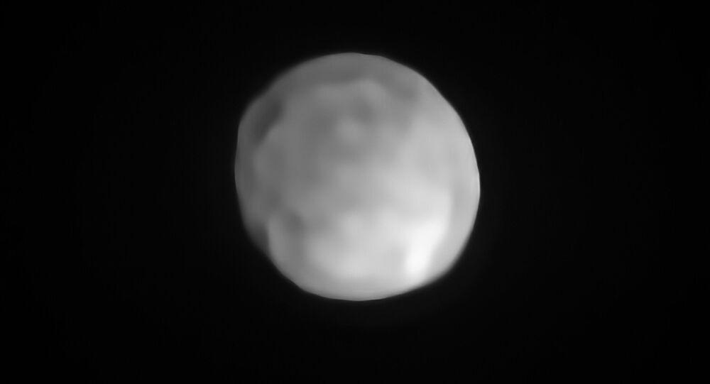 Imagem do asteroide Hígia, que pode se tornar o menor planeta-anão do Sistema Solar