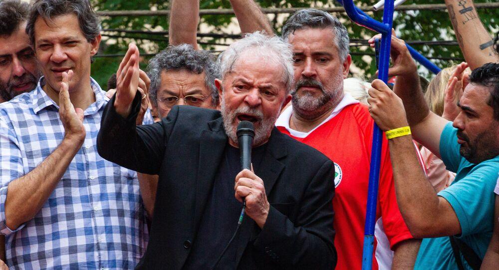 Lula discursando em São Bernardo do Campo (SP), em 09 de novembro de 2019