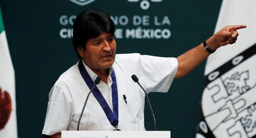 Evo Morales discursoa após receber medalha de convidado de honra do governo mexicano, em 13 de novembro de 2019