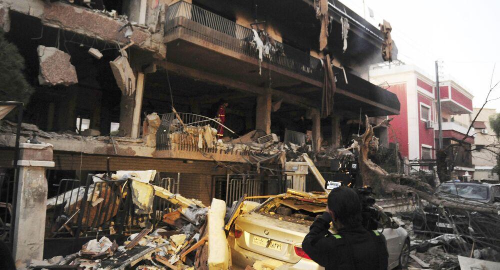 Ataques israelenses na Síria não são raros. Foto publicada pela agência SANA mostra edifício em Damasco danificado por ataque aéreo israelense