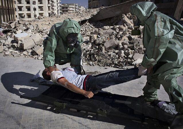 Voluntários praticam resposta a ataque químico, Aleppo, Síria