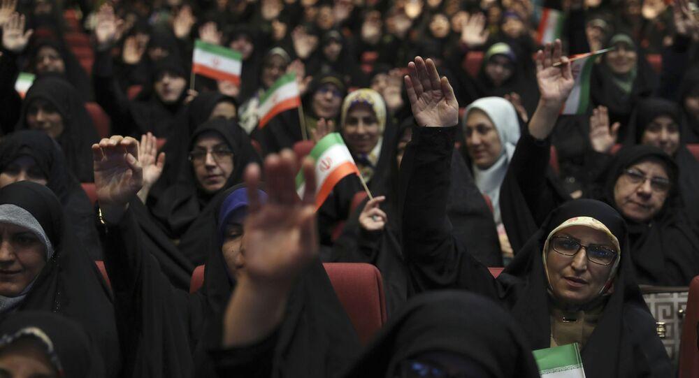 Apoiadoras do grupo Basij, afiliado da Guarda Revolucionária Iraniana, comemoram 40 anos do estabelecimento do grupo, em Teerã, 24 de novembro de 2019