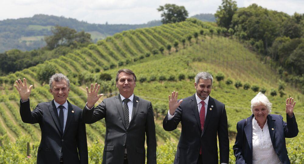 Da esquerda para a direita: o presidente da Argentina, Mauricio Macri; do Brasil, Jair Bolsonaro; do Paraguai, Mario Abdo Benítez; e a vice presidente do Uruguai, Lucia Topolansky. O representantes partipam da 55ª Cúpula do Mercosul, em Bento Gonçalves (RS), no dia 5 de dezembro de 2019.