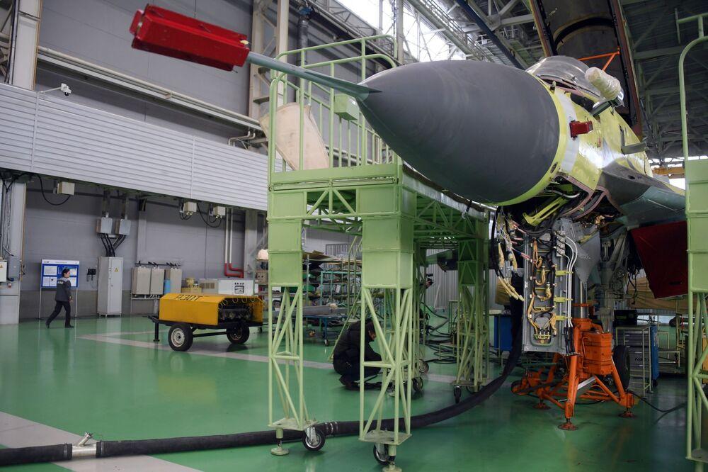 Caça MiG-35 na seção de montagem da fábrica de aeronaves de Lukhovitsy