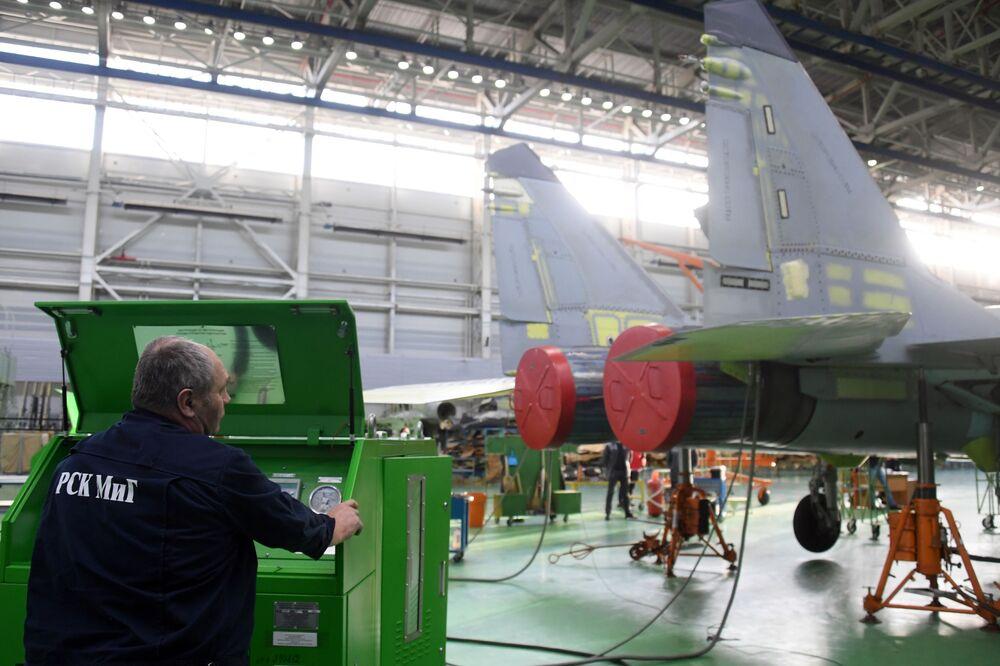 Operário da fábrica de aeronaves de Lukhovitsy