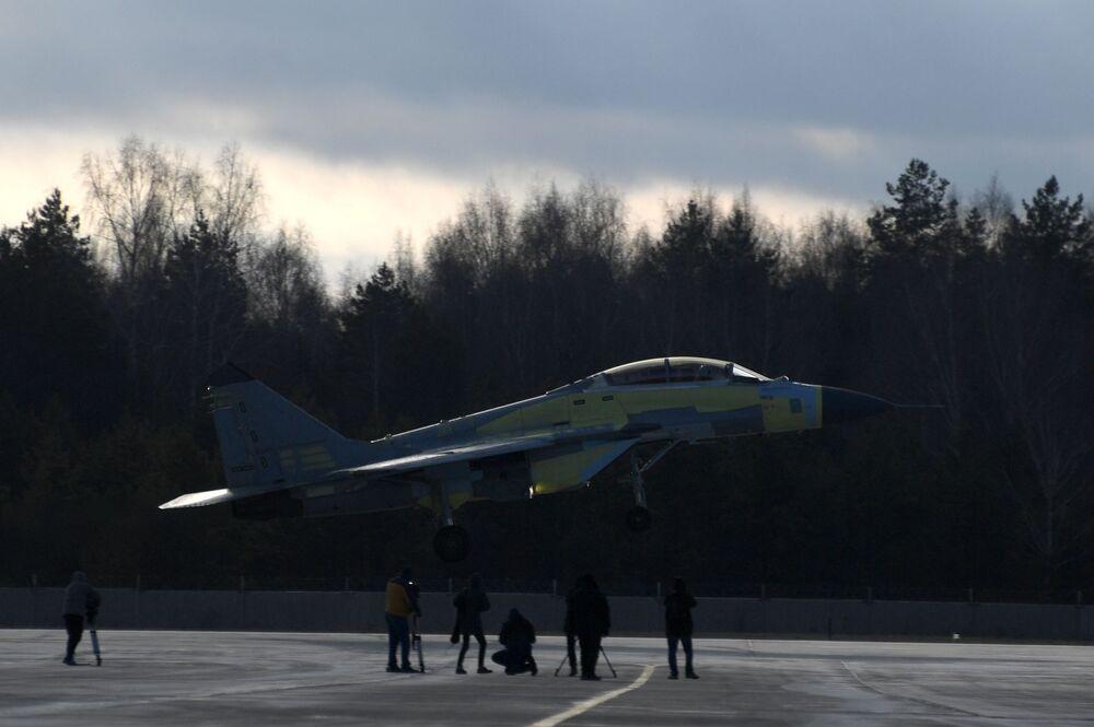 Caça MiG-35 no polígono de testes da fábrica de aeronaves de Lukhovitsy