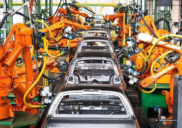 Máquinas na linha de produção da fábrica de veículos da Ford em São Bernardo do Campo (SP)