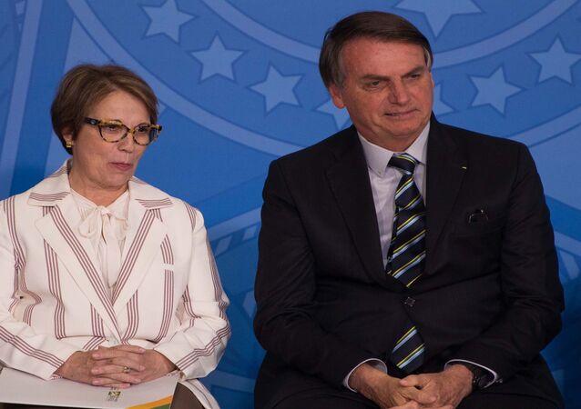 Presidente Jair Bolsonaro e a ministra da Agricultura Tereza Cristina durante cerimônia em Brasília