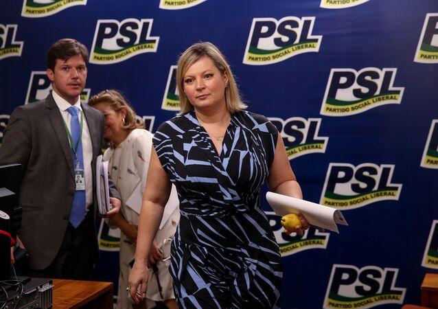 A então líder do governo no Congresso, a deputada Joice Hasselmann (PSL-SP), deixa o gabinete da liderança da sigla após reunião da bancada em 16 de outubro de 2019.