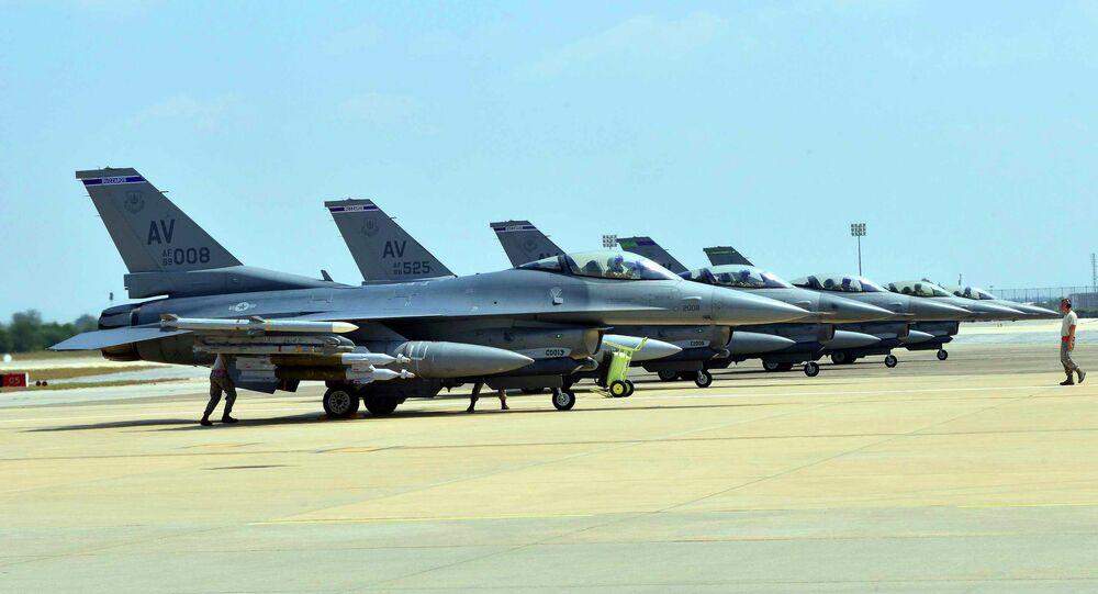 Caças F-16 da Força Aérea dos EUA na base aérea de Incirlik, Turquia (foto de arquivo)