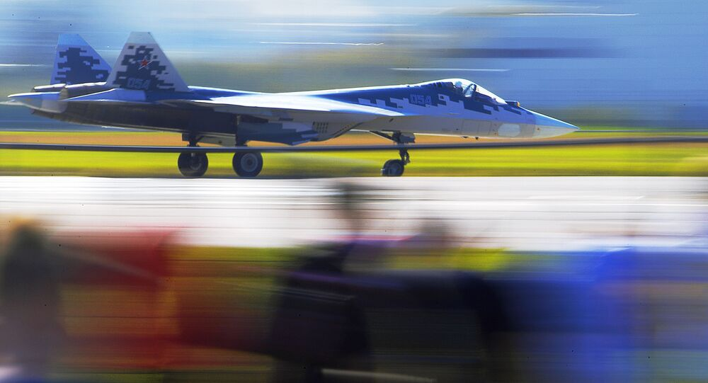 Caça russo de quinta geração Su-57 no show aéreo MAKS 2019