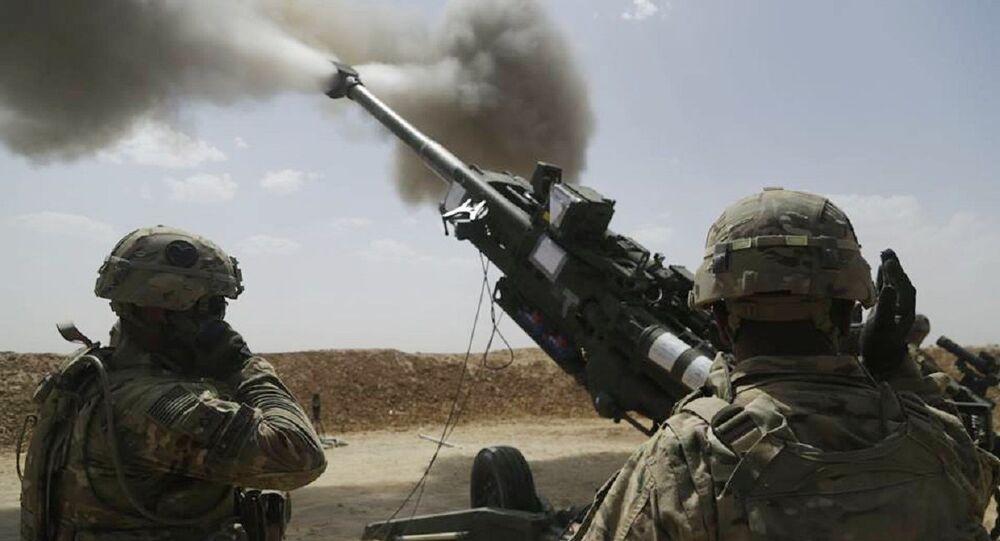 Canhão americano M777 howitzer em ação (foto de arquivo)