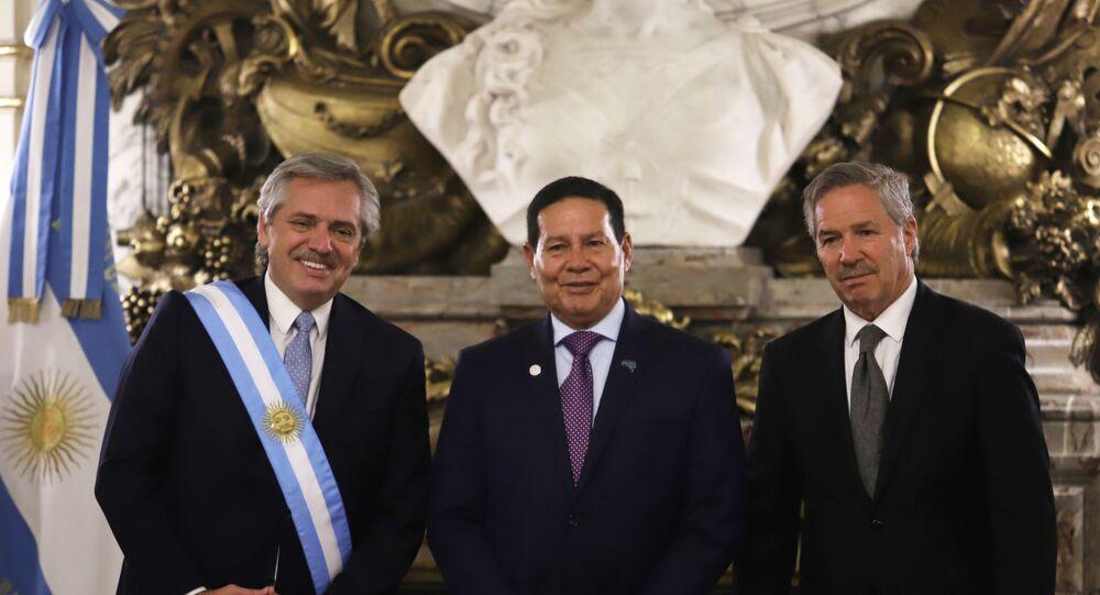 Vice-presidente do Brasil, Hamilton Mourão, comparece à posse de Alberto Fernández, novo presidente da Argentina.