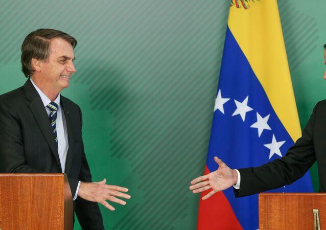 O presidente Jair Bolsonaro se reúne com o autoproclamado presidente da Venezuela, Juan Guaidó, para entrevista com os jornalistas após reunião no Palácio do Planalto, em Brasília.