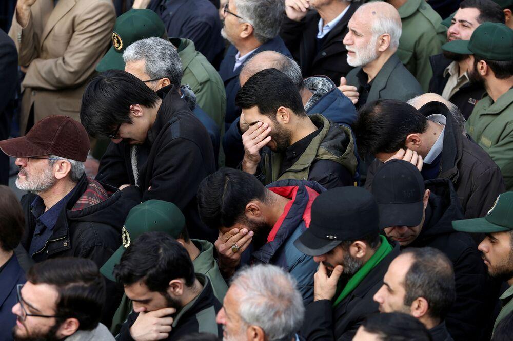Manifestantes lamentam o assassinato do major-general, que morreu em consequência de ataque dos EUA
