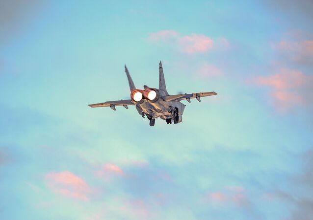 Aeronave militar russa MiG-31 durante treinamento na região de Murmansk