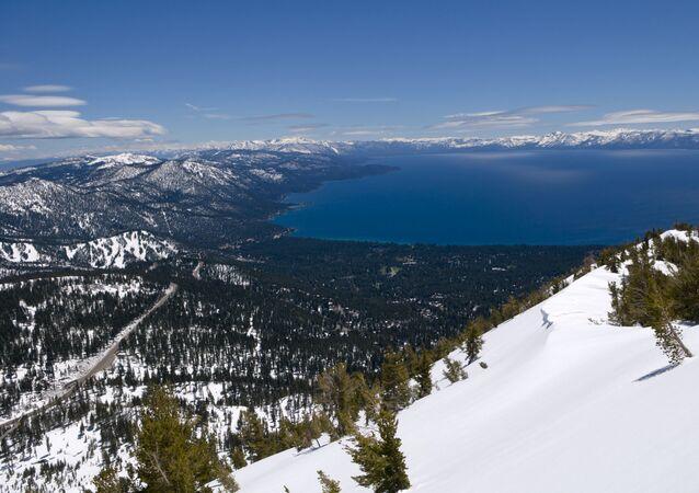 Vista do Lago Tahoe, perto de Reno, Nevada, EUA, após várias tempestades, em 26 de maio de 2011