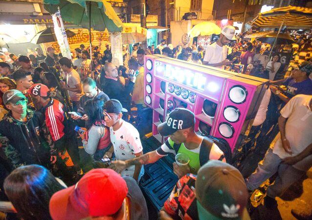 Baile funk na comunidade de Paraisópolis, em São Paulo