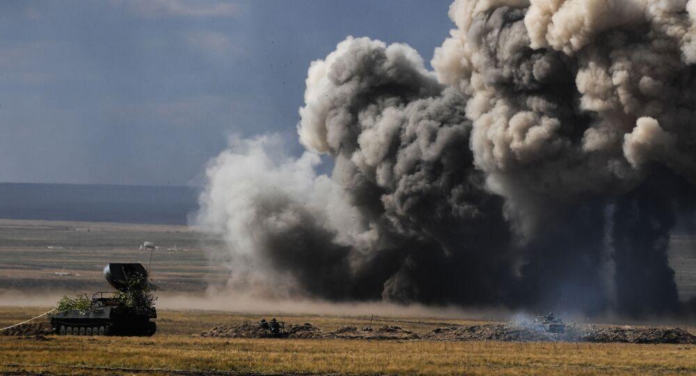 UR-77 Meteorit em ação durante o exercício Tsentr 2019 no campo de treinamento Donguz