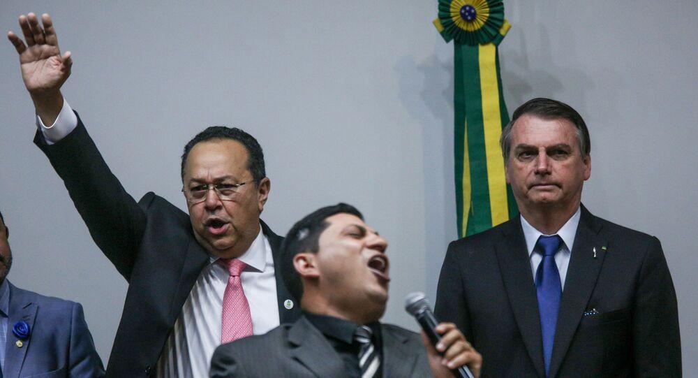 O presidente Jair Bolsonaro participa de culto ao lado do presidente da frente evangélica, Silas Câmara (Republicanos- AM), na Câmara dos Deputados, em Brasília (DF).