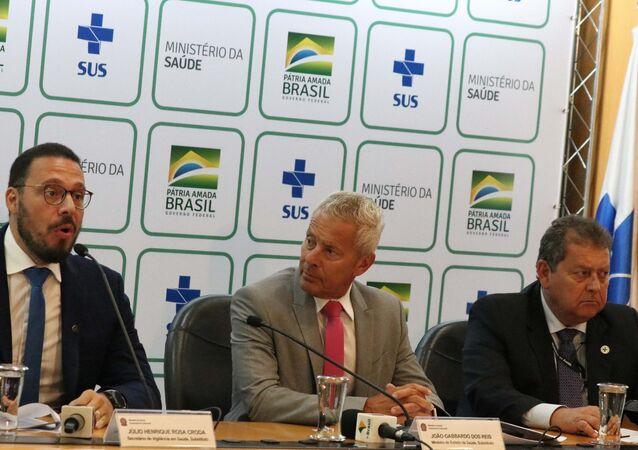 O ministro interino da Saúde, João Gabbardo e o secretário substituto de Vigilância em Saúde, Júlio Croda concedem uma entrevista para esclarecimentos técnicos sobre o Coronavírus da China, no Auditório do Ministério da Saúde em Brasília (DF)
