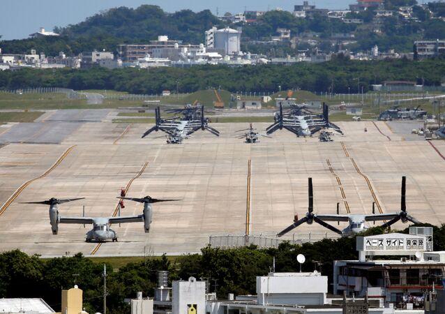 Aeronaves norte-americanas Osprey na estação aérea do Corpo de Fuzileiros Navais dos EUA em Okinawa, Japão (foto de arquivo)