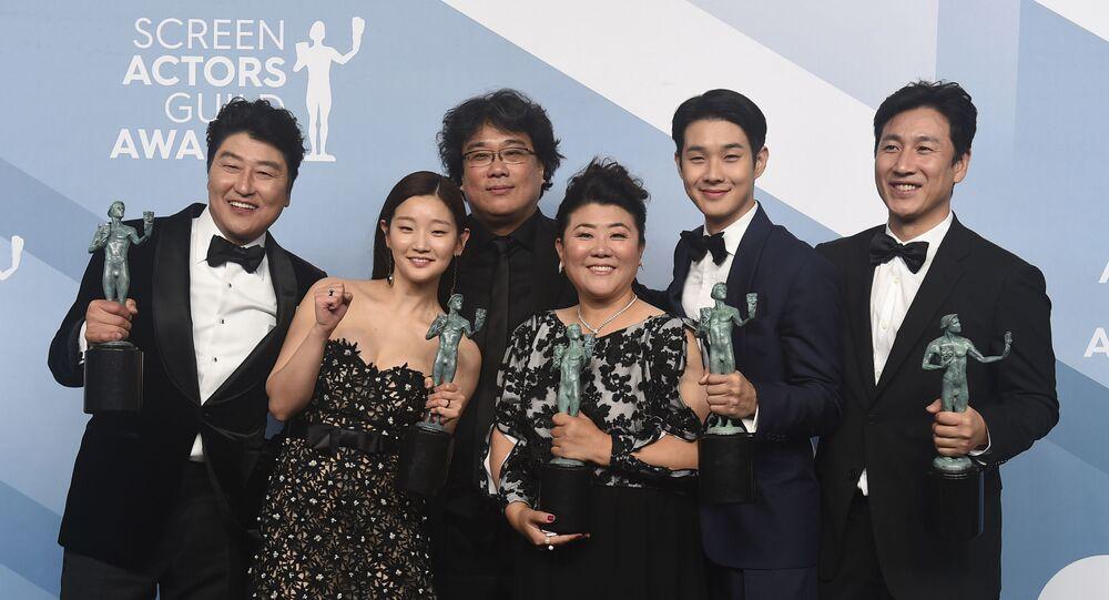 Elenco do filme sul-coreano Parasita recebe prêmio no 26º Screen Actors Guild Awards
