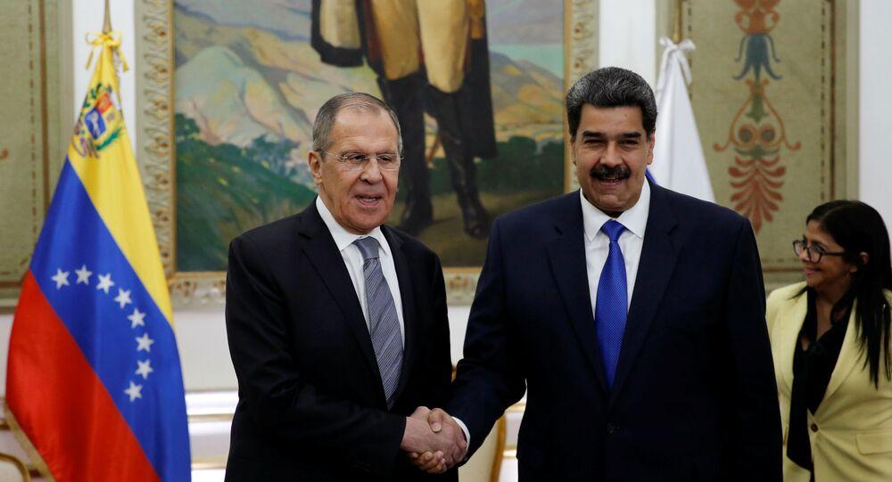 Ministro russo Sergei Lavrov se encontra com o presidente venezuelano Nicolás Maduro em Caracas