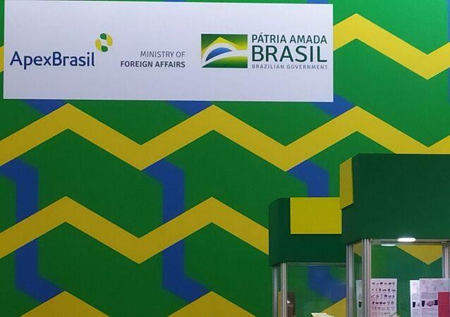 Logo da APEX, do Itamaraty e do governo federal no estande do Brasil na feira de alimentos Prodexpo, em 13 de fevereiro de 2020