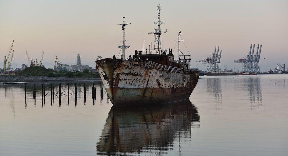 Navio abandonado na costa de Monvidéu (imagem referencial)