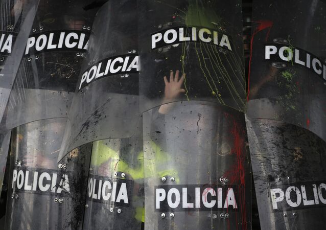 Agentes de polícia da Colômbia durante manifestação em Bogotá, em outubro de 2019